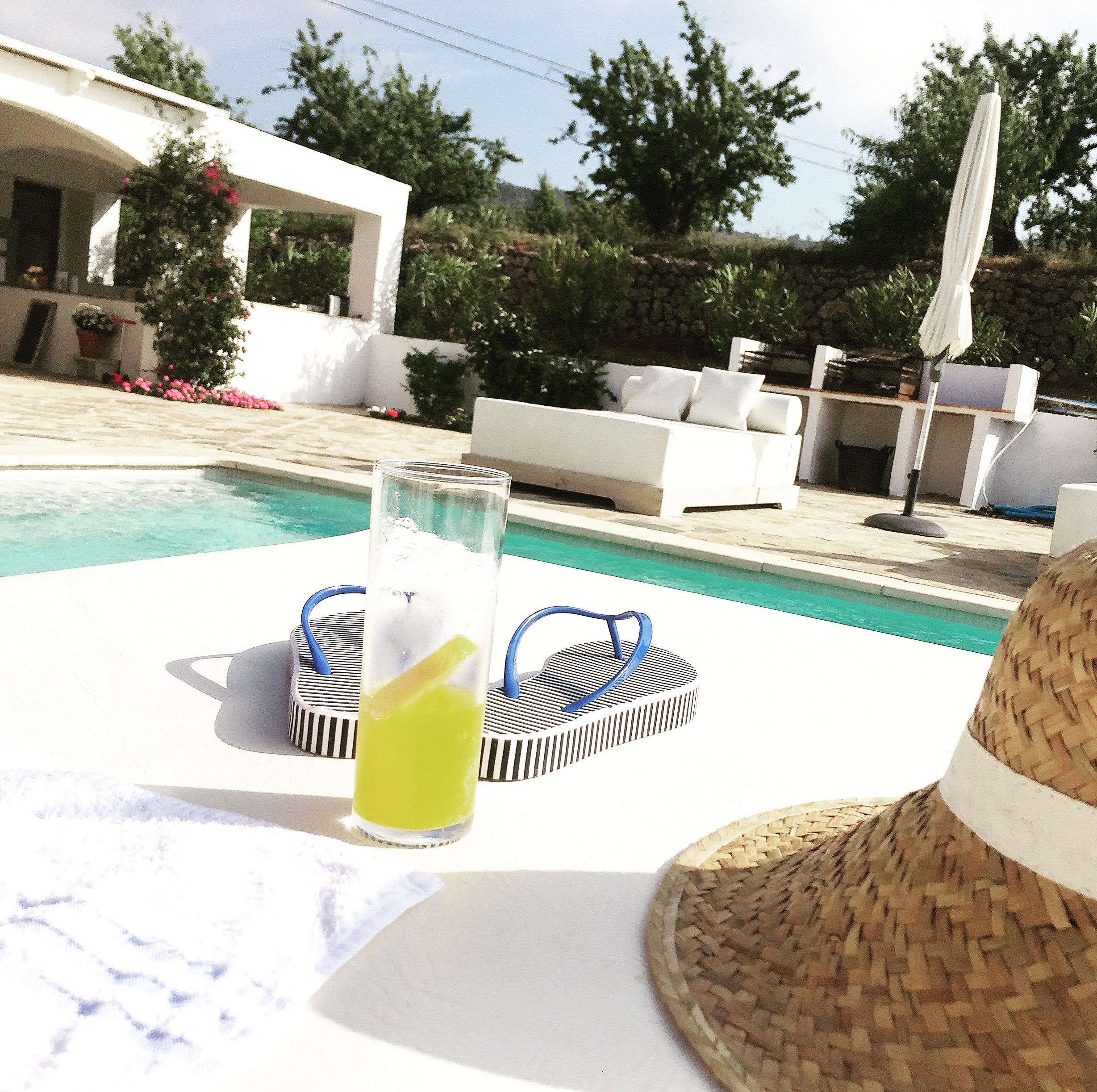 Pool side refreshments and chic pool side essentials!!