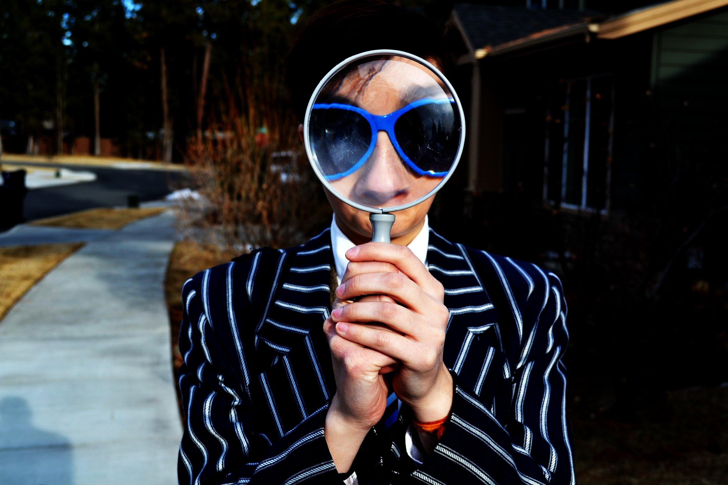 magnifying glass person focus zoom in