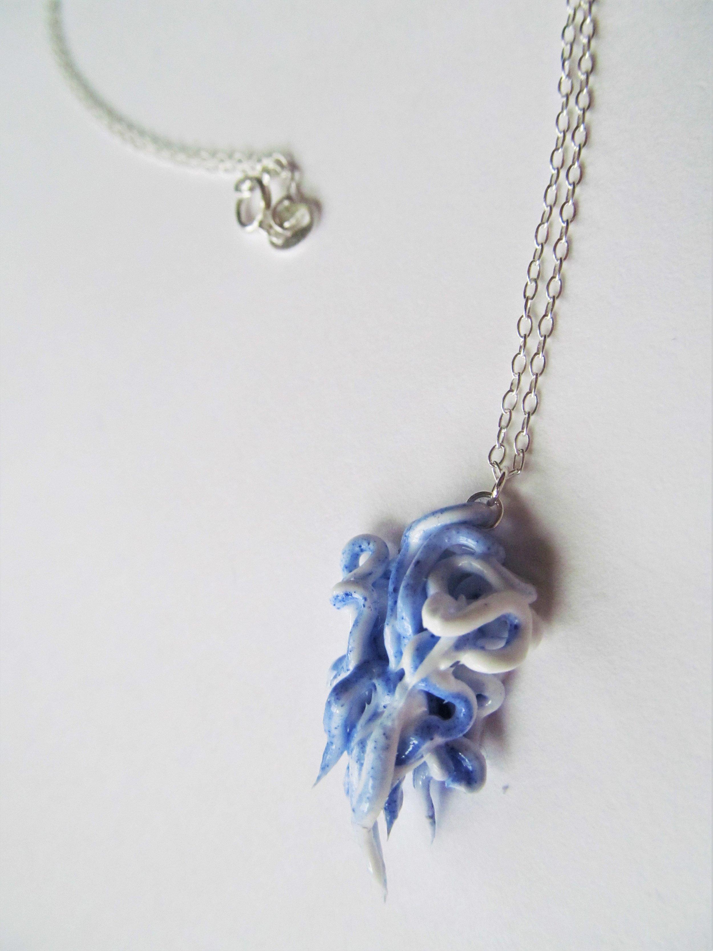stringy necklace.JPG