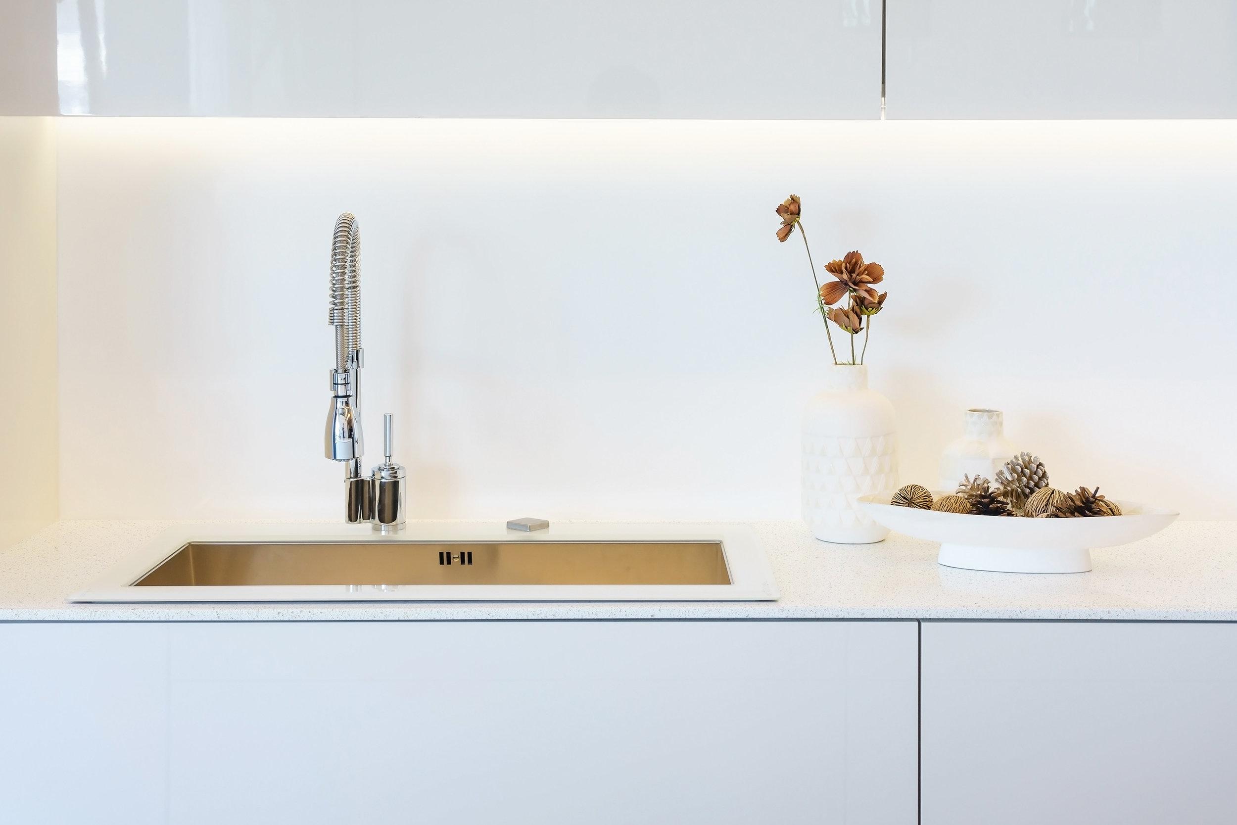 CQ712 Cotton White Countertop