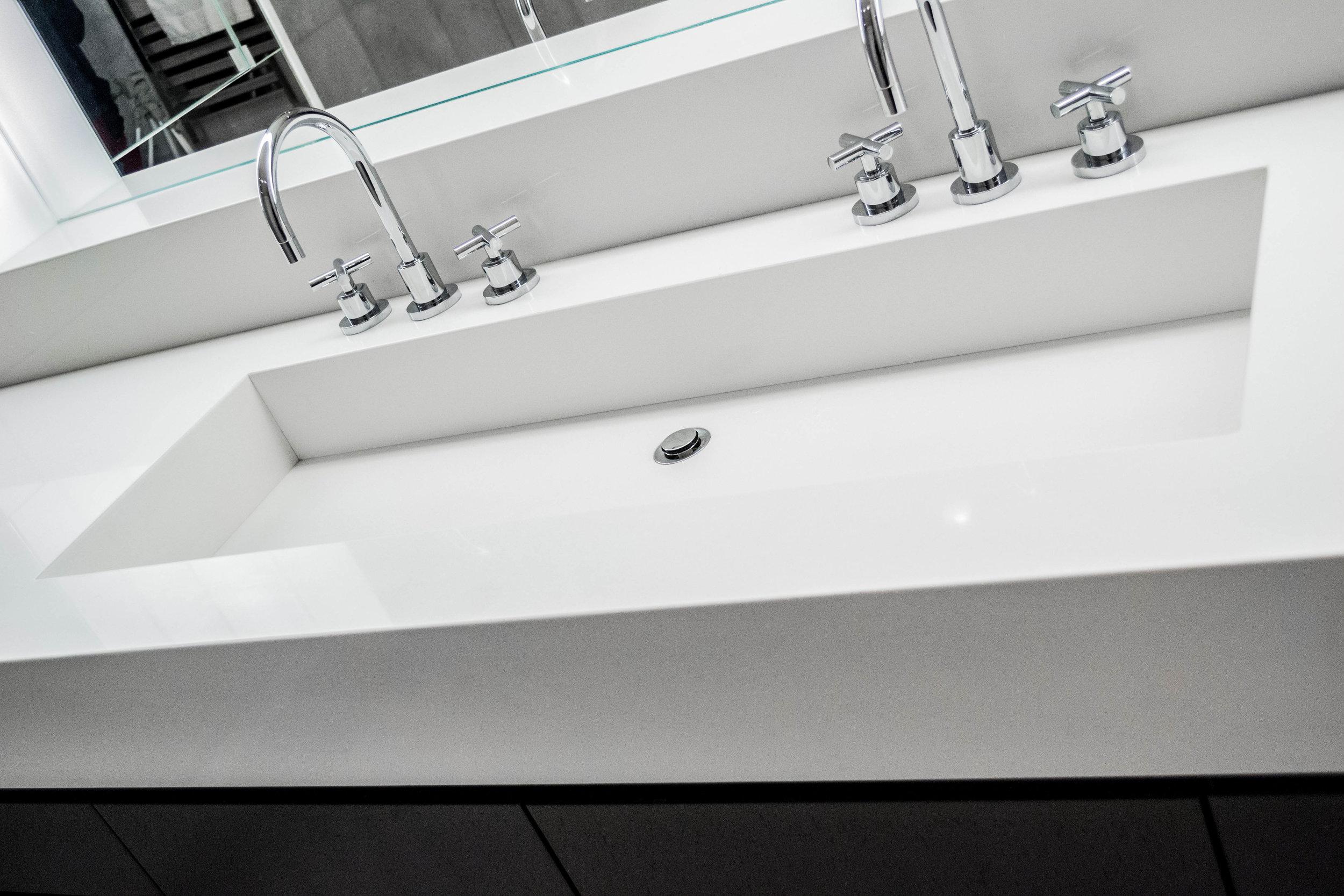 CQ901 Frost White Countertop