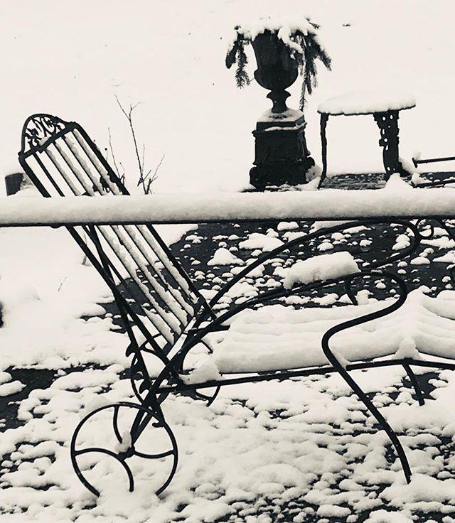 #blackandwhite #snowscape #vintagemetal #MCM #gardendecor #patiolife #glimmerglassantiques