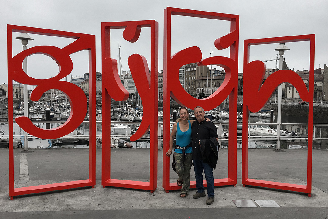 Renee and I at the Gijón sign.