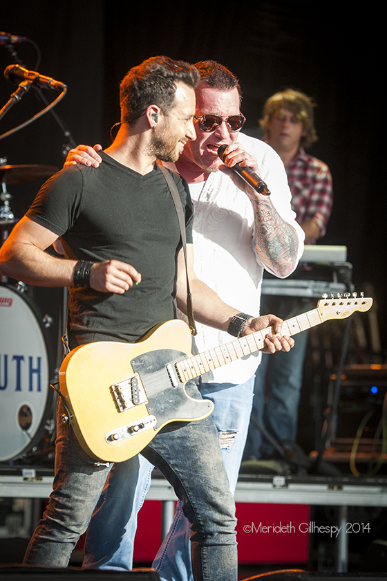 Sean Hurwitz performs with Smash Mouth. Photo by Meredeth Gilhespy.