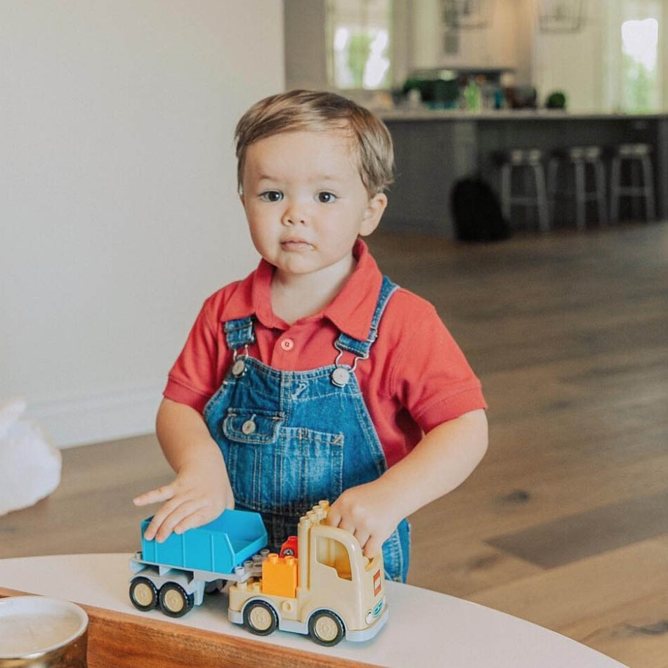 Lorena posts a photo on Instagram of her son, Diego, to feature her  back to school guide for healthy snack choices  for the little ones.