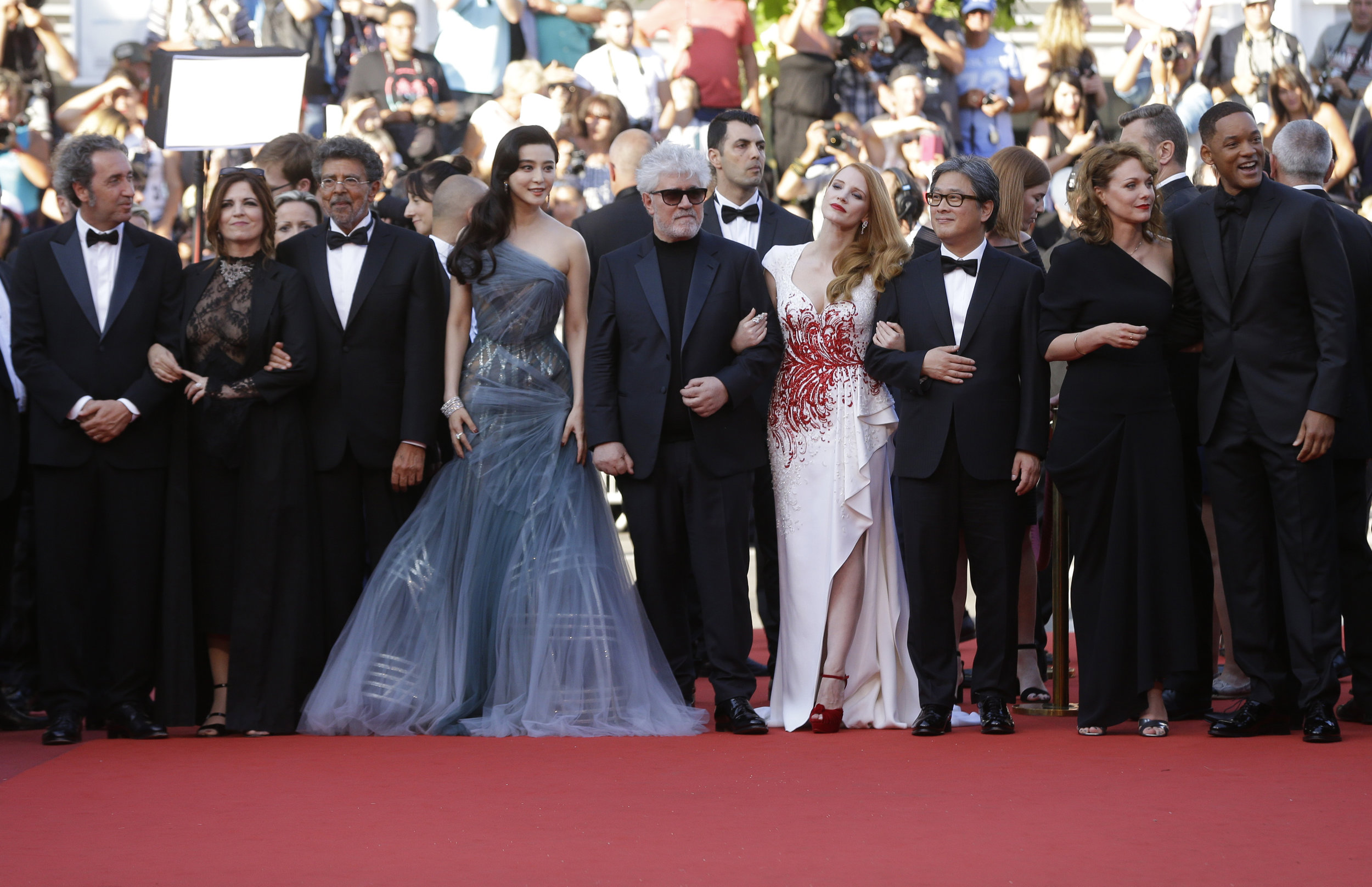 From left to right, the Jury included Paolo Sorrentino, Agnès Jaoui, Gabriel Yared, Fan Bingbing, President Pedro Almodóvar, Jessica Chastain, Park Chan-wook, Maren Ade, and Will Smith.