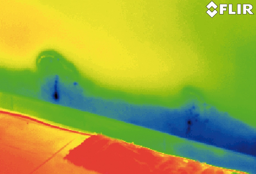 Thermal image of a hot water pipe pinhole leak in a slab.