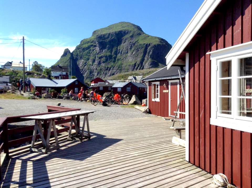 Overnatting, Å i Lofoten, rorbu. Bilde av uteareal.
