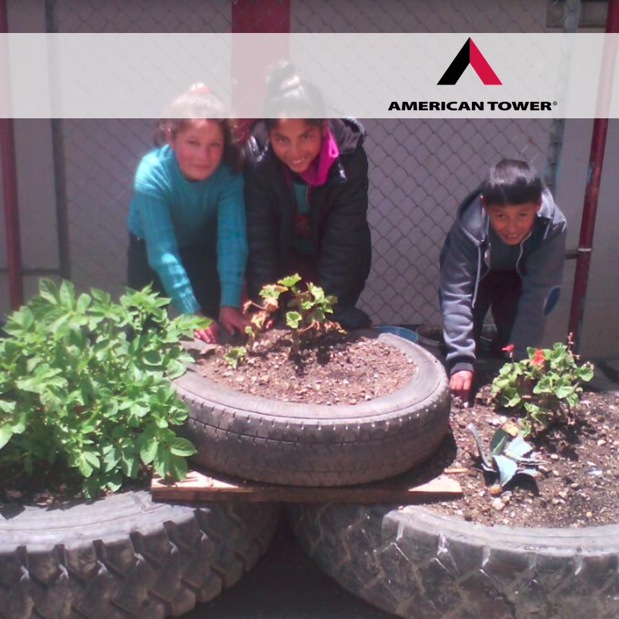"""USANDO LAS TRES """"R"""" EN HUALGAYOC   PEP: Félix Morales - Educador  GRADO: 6to de Primaria  REGIÓN: Cajamarca   Busca que Hualgayoc sea una comunidad limpia; reciclando, reutilizando y reduciendo sus desechos sólidos, para convertirla en un futuro, en un lugar turístico."""