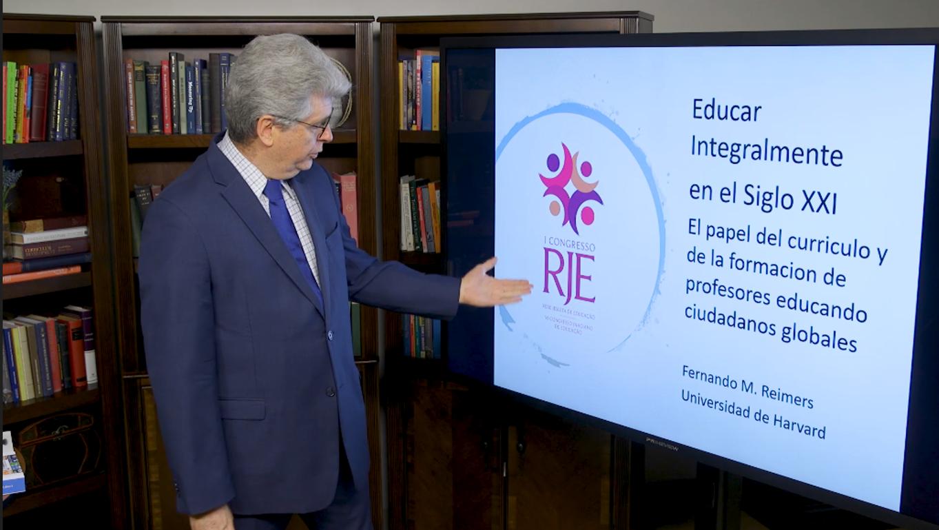 Educar integralmente en el Siglo XXI - Fernando Reimers, de Harvard, expone en español sobre currículo y educación del siglo XXI