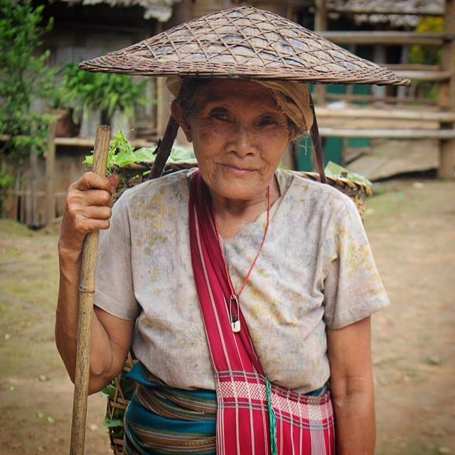 82 and still carrying baskets the same weight as a 20 year old.  Under her hat you can just see a leather strap wrapped around her forehead to secure the heavy load. She is taking her basket load of greenery to the local makeshift store in the camp hoping to trade it for some Thai Baht. #myanmar #thailand #maelaoon #everydayasia #Karenstate #Karenpeople #asia