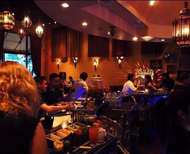 🍴🍸💨Wind down this #HumpDay with our drink, app & hookah specials from 4-7pm! 😎 #BaboushDallas #SocialHour
