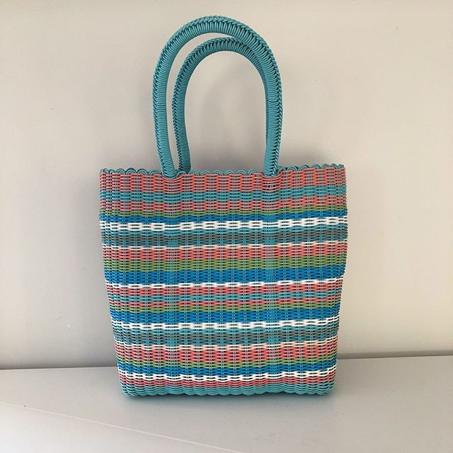 This carry bag/basket will make you feel like it's Spring! For some reason it makes the words 'fruit salad' pop into my head! . This is of course vintage and in stunning condition - inspiring colours! . Price: $15 Item#: 6 . Pick up from 16 Nile Street Port Adelaide most days, or evenings from Largs North. . Be quick - Type SOLD if you want this and message me to arrange a time to collect. Easy! 🙌🏻 . #adelaideminimalist . **follow link in profile to read how the sale works. 👍🏻