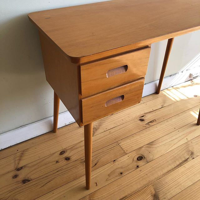 Sweet Little Retro Desk . What a sweetie this is with its classic cigar legs. . Will grab dimensions a bit later today. . Price: $60 . Pick up from Largs North most days and evenings. . Be quick - Type SOLD if you want this and message me to arrange a time to collect. Easy! 🙌🏻 . #adelaideminimalist . **follow link in profile to read how the sale works. 👍🏻