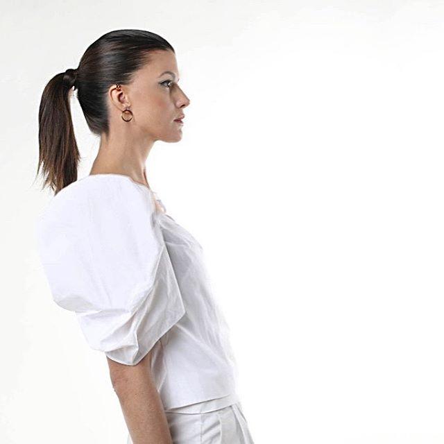Minimalist or elegant? Maybe both.... ✨✨ . . #lonegirl #lonejewelry #mylone