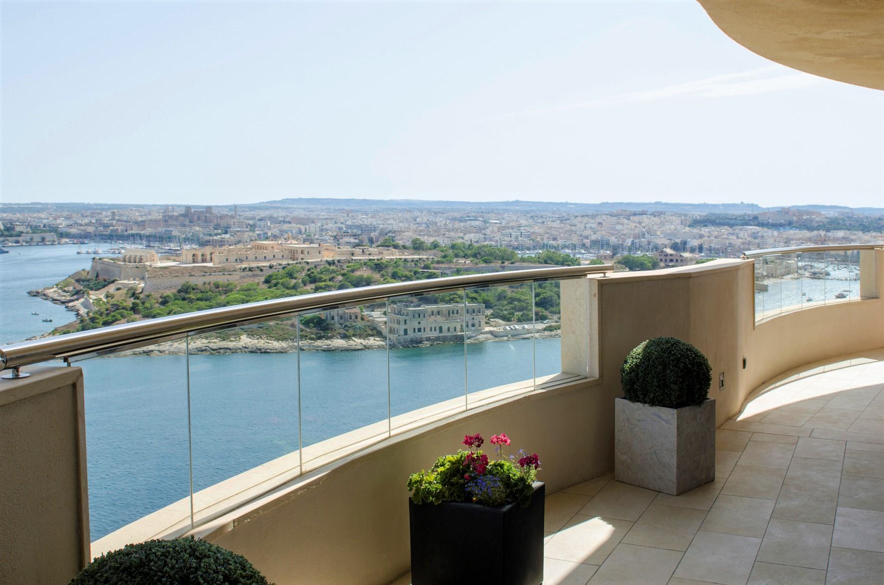 Malta Tigne point (8e .jpg