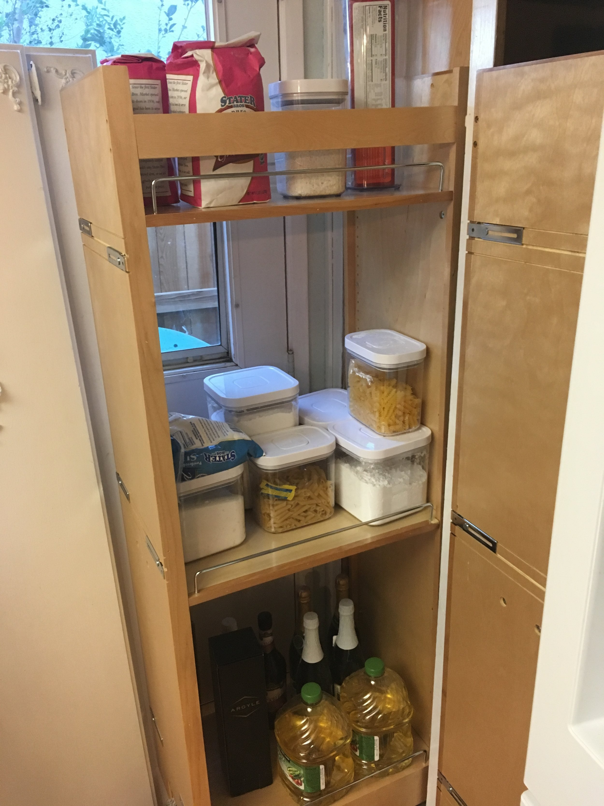 Pantry Update How to Organize your pantry - whatthegirlssay.com