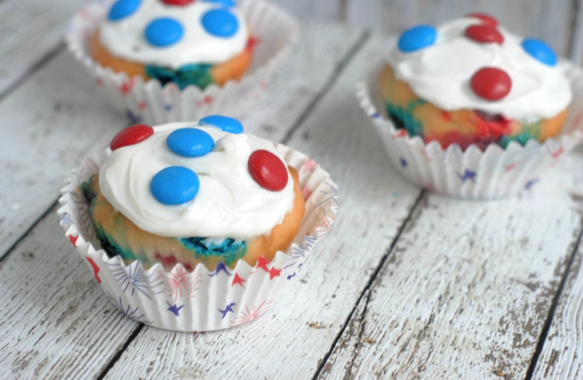 patriotic recipes - red, white, and blue, recipes for 4th of July - recipes for memorial day - recipes for labor day - recipes for flag day - whatthegirlssay.com