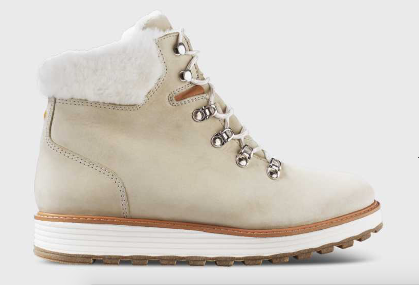 Samuel HUBBARD winter boots - Give her the gift of comfort and style with these Shear Alpine boots from Samuel Hubbard. These luxurious boots are built for comfort, and have great traction to help in the rainy or snowy weather. They are water resistant, and have a rubber sole with great tread to help walking around in stormy conditions. The lacing has metal hardware that makes them easy to slip on and off. They are pretty lightweight for a pair of boots like this, so there's no clunkiness to worry about. The insole is removable if you have your own custom insoles to wear instead, but we love the softness of these. These Shear Alpine boots also have a super soft lining inside for maximum warmth and coziness. And they look adorable!