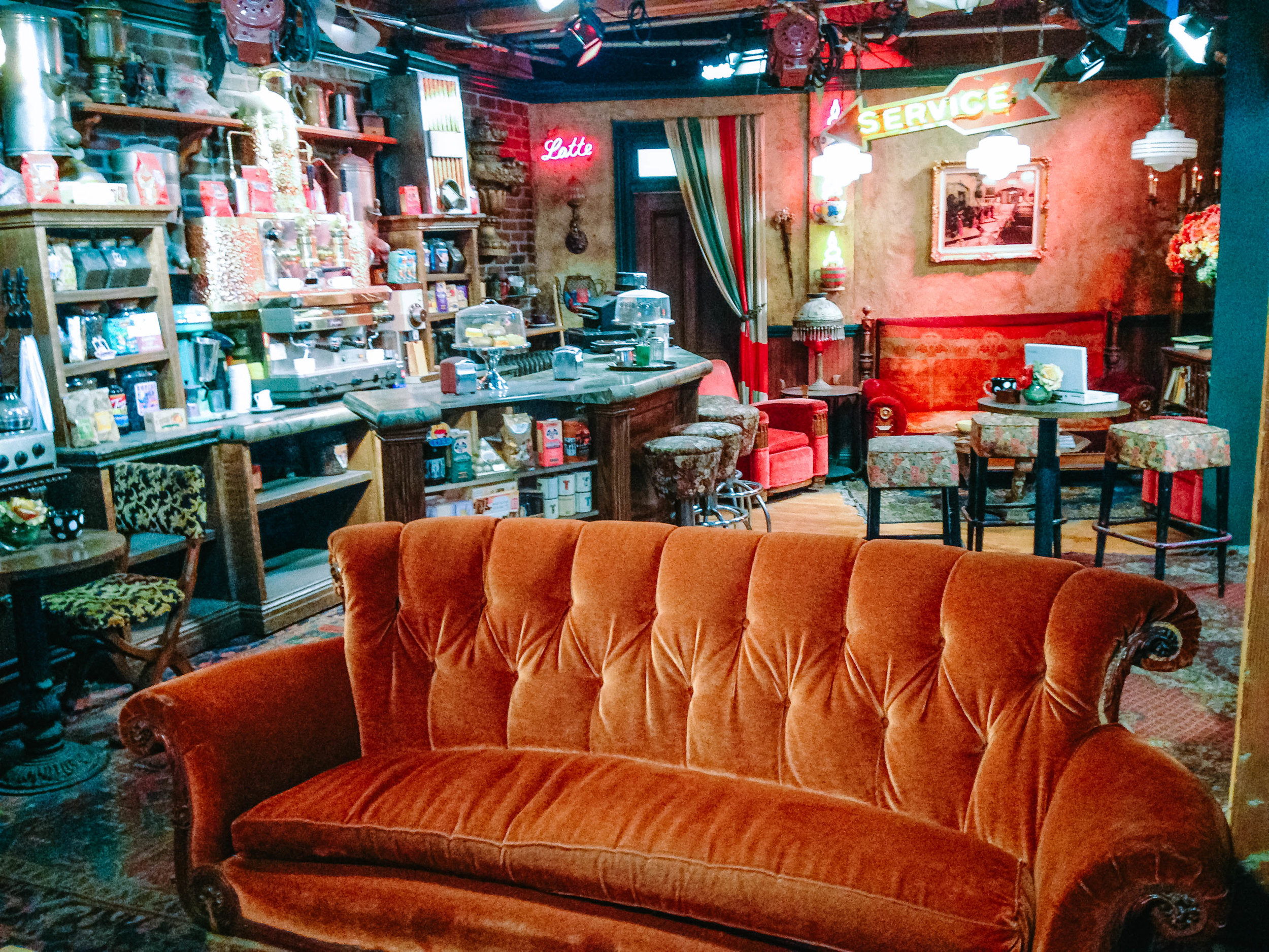 Friends Couch- Things to do in Los Angeles