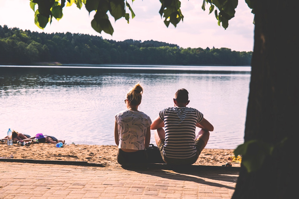 enjoying the day by the lake, romantic spring date ideas