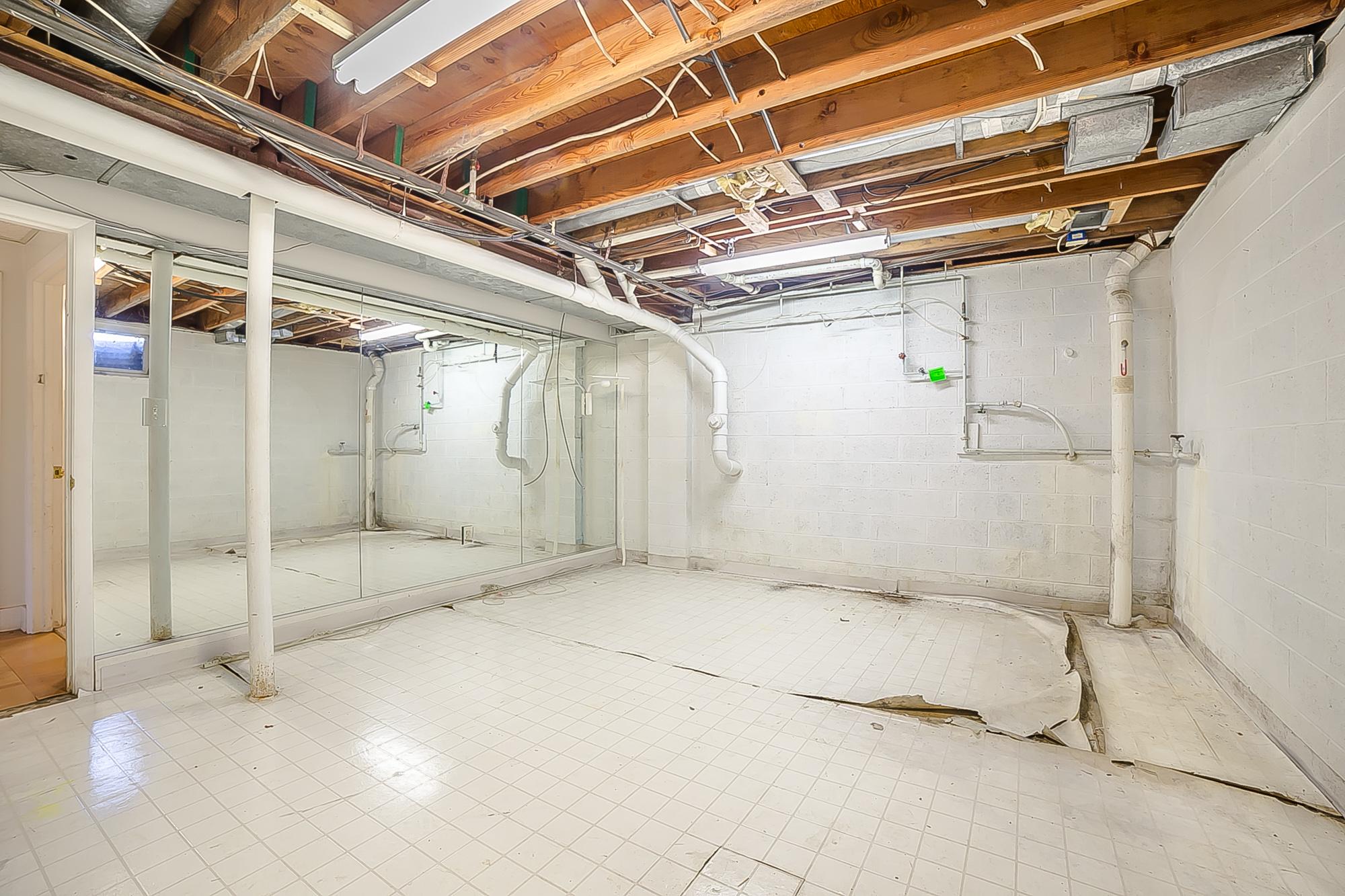 basement gym.jpg
