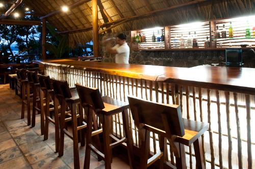 Jicaro-Island-Ecolodge-Bar-500w.jpg