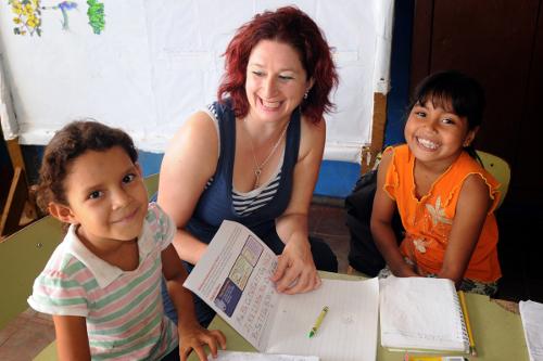Nicaragua's Jicaro Island ecolodge owner karen with local school children