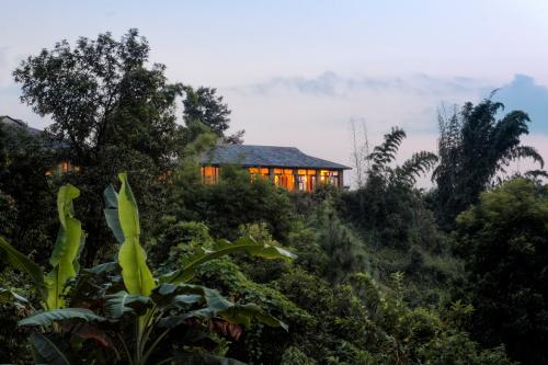 Nepal-Tiger-Mountain-Pokhara-Lodge-Dining Room in Evening-500x333.jpg