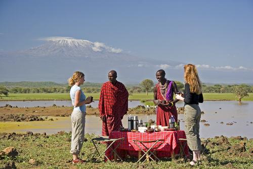 Breakfast picnic, coffee and Kilamanjaro (c) Ian Johnson, Campi ya Kanzi