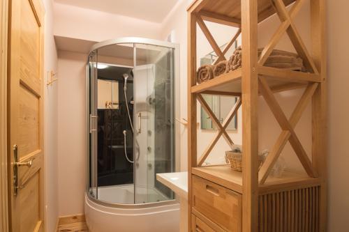 Linden Tree Retreat Ranch - Sweet Grass bathroom
