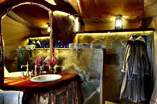 Campi ya Kanzi Kilimanjaro bathroom