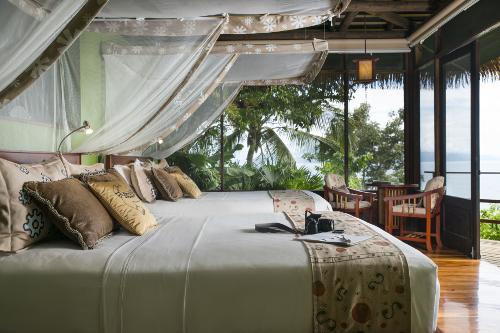 Lapa-Rios-Costa-Rica-bedroom-LR277-500x333.jpg