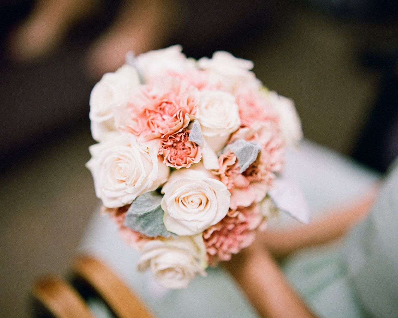 25_nyc-wedding-photographer-flower-arrangement.jpg