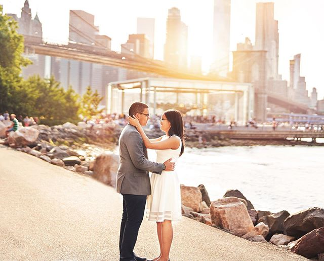 Such a gorgeous engagement for these two love birds with a view of the Brooklyn bridge and a beautiful sunset 🌇 .⠀⠀ .⠀ Camera settings @sonyalpha #Sonya7riii, Sony Zeiss Planar FE 50 1.4; ISO 640; 1/8000; f/1.6; Manual; Spot metering. .⠀ .⠀ #sonyalpha #sonya7riii #sony50mm #bealpha #sonyalphapro