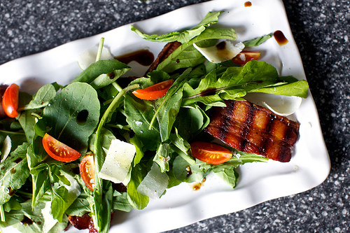 Grilled bacon and arugula salad