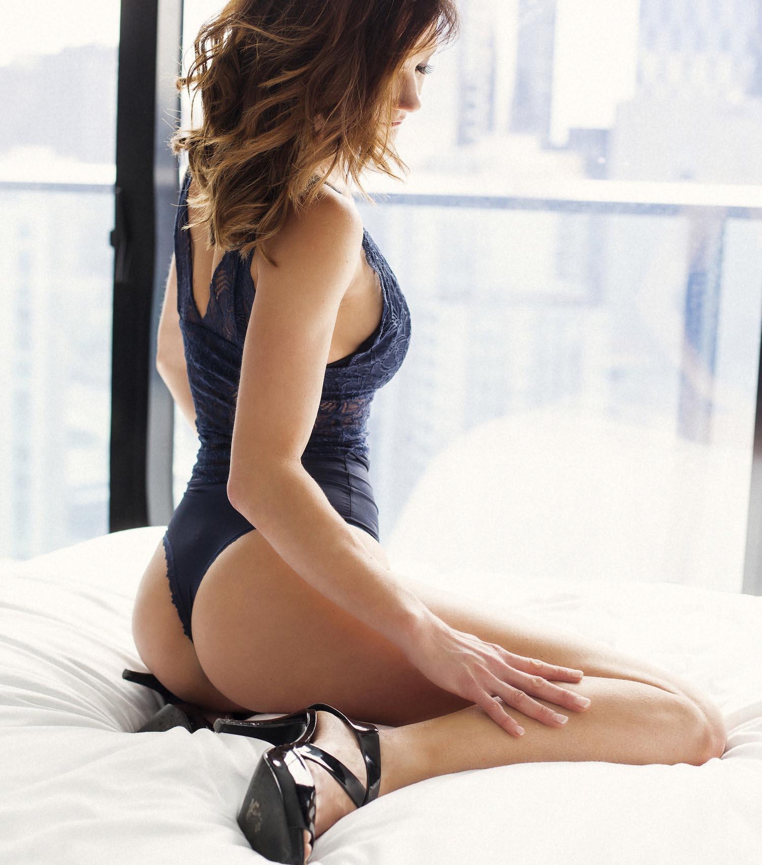 Emmy_Eden_Private_Escort_Sexy_Bodysuit_06.jpg