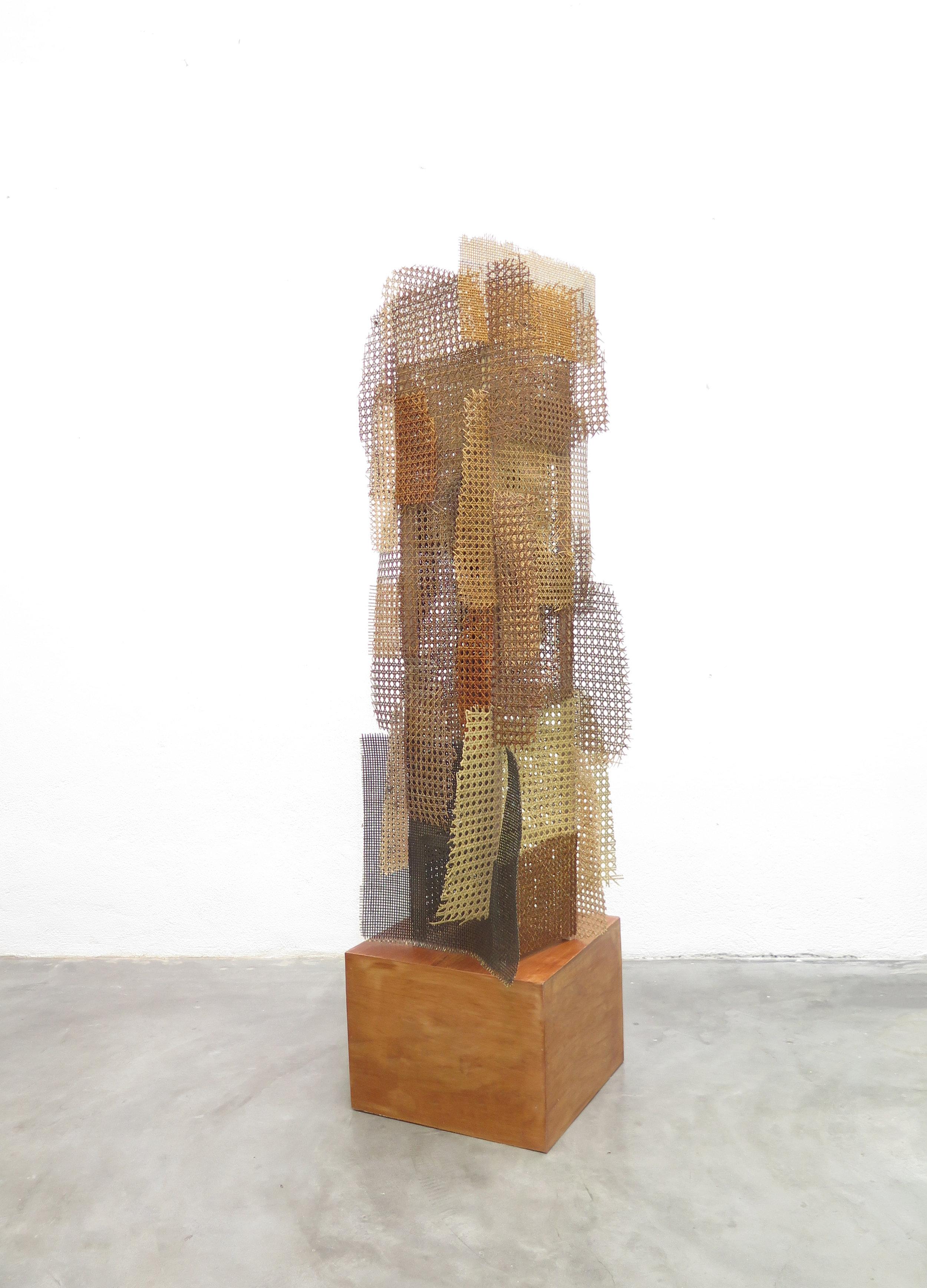 Mano Penalva, Palhinha, 2019, Palinha, madeira e prego, 160 x 50 x 50 cm - cópia.jpg