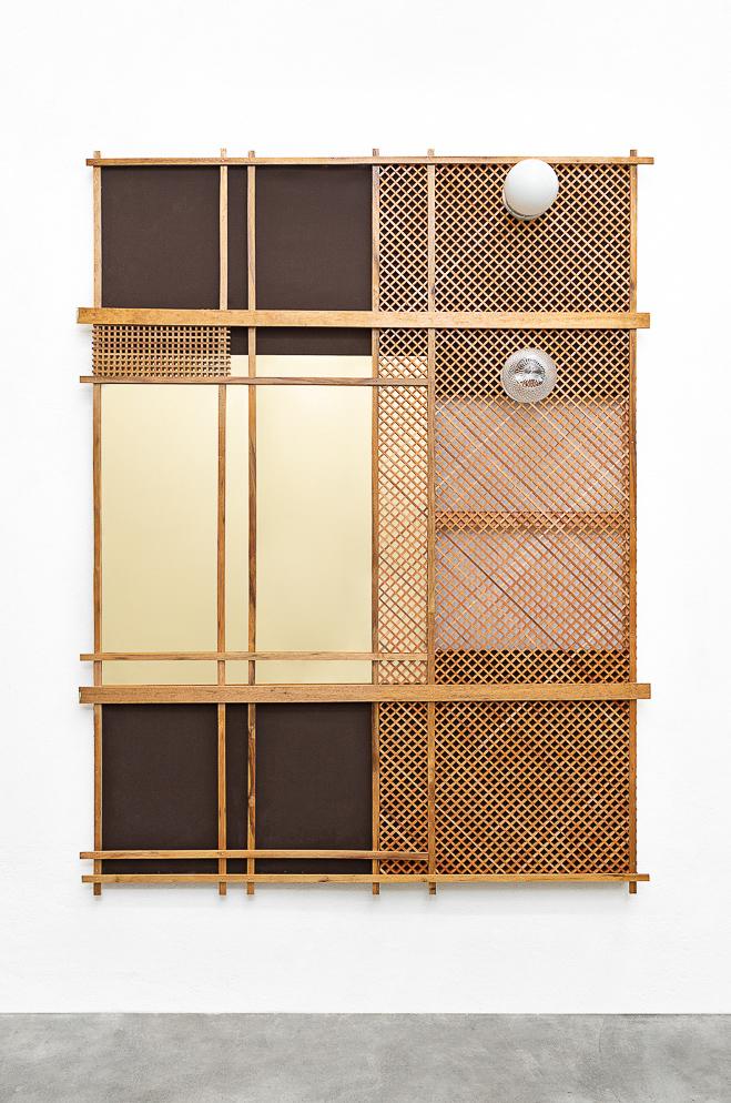 Mano Penalva, Vitral, Ventana, 2019, Lona, muxarabi, madeira, cúpulas, acrílico espelhado, 205 x 160 x 25 cm-2.jpg