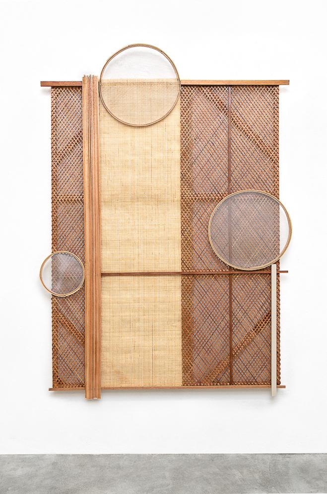 Mano Penalva, Sem título, Palhinha, 2019, Palhinha, peneiras, muxarabi, madeira e chassi, 230 x 170 x 10 cm-2.jpg