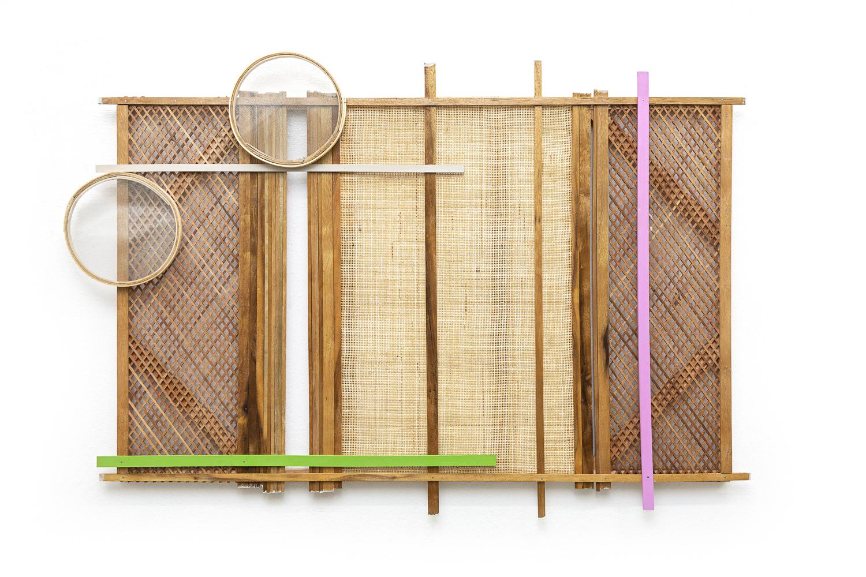 Mano Penalva, Sem título, Palhinha, 2019, Muxarabi, ripas de madeira, peneiras, tinta e chassi, 120 x 180 x 10 cm.jpg