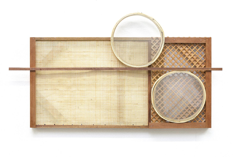 Mano Penalva, Sem título, Palhinha, 2019, Palhinha, muxarabi, peneiras, ripas de madeira e chassi, 66 x 118 x 10 cm .jpg