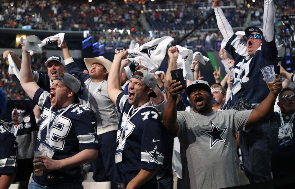 usat_cowboys_fans_dallas.jpg