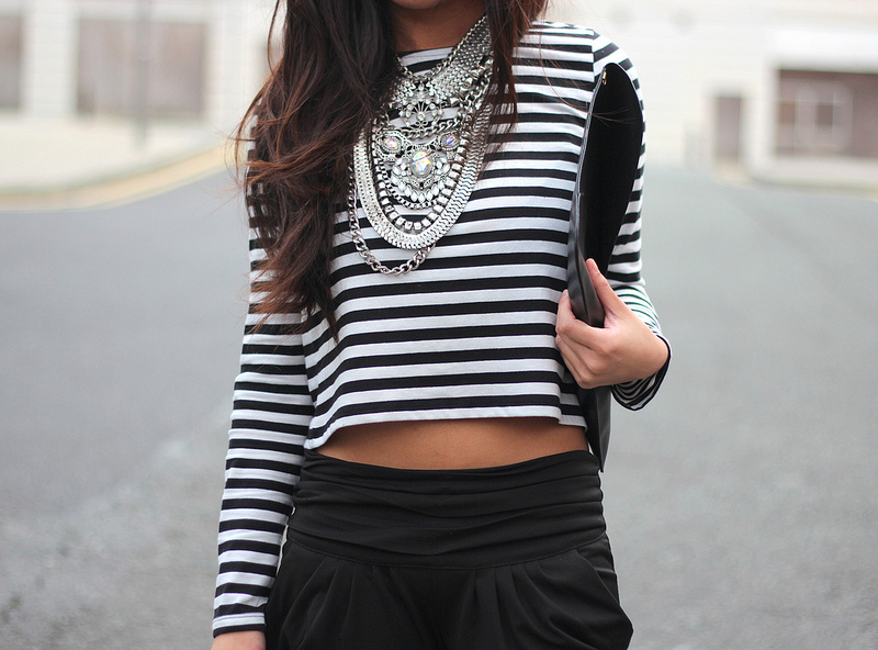 fashion-blogger-statement-chuncky-bejeweled-necklace.jpg