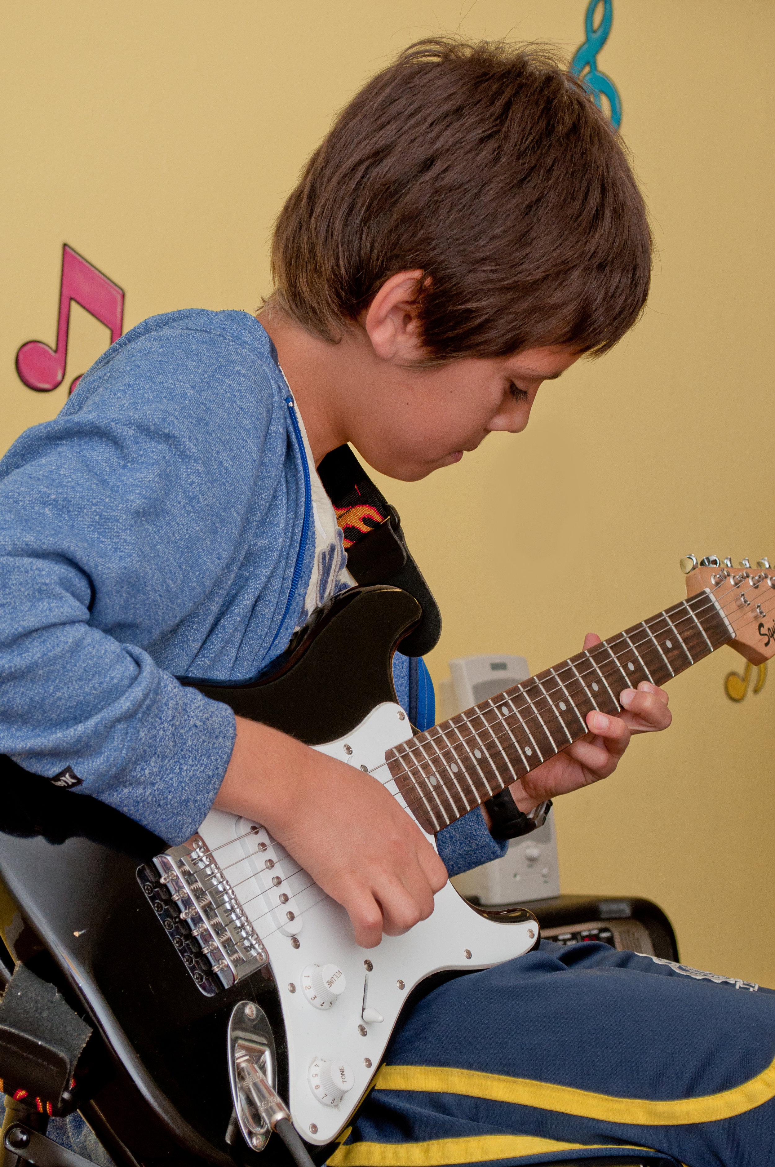 Guitar/Guitarra, ages/años 11-14