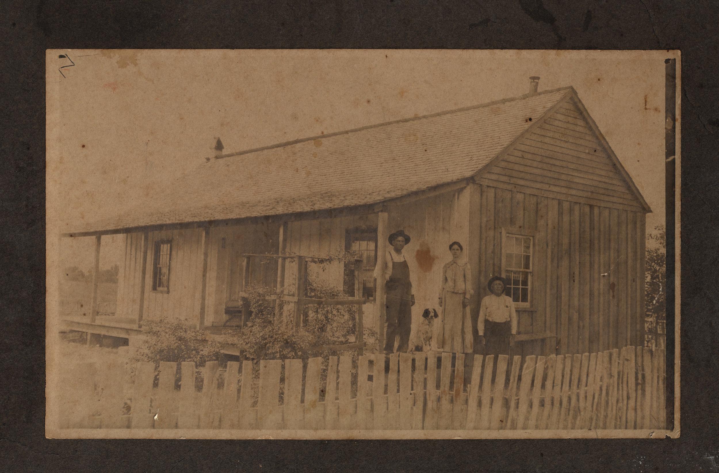 FARM HOUSE PHOTOGRAPH, circa 1900
