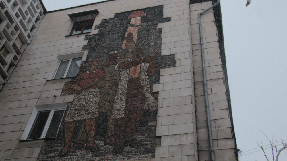 'Labor' panel by Mihail Bochkarev and Altymysh Usubaliev is located at 94, Isanov str.
