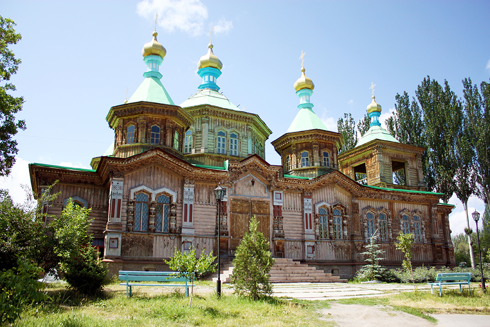 The steadfast temple with its brief, hundred-year history, full of hardships and mourning events