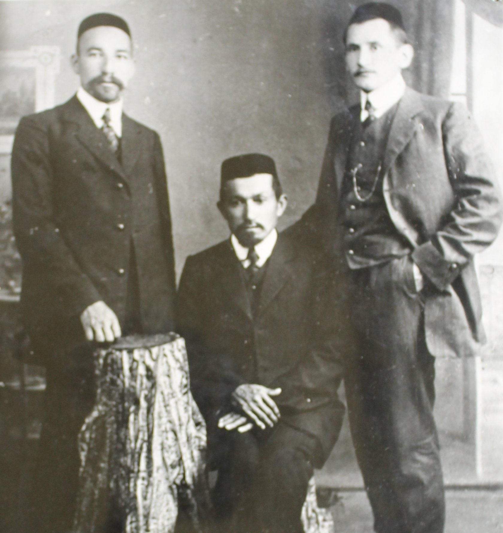 The first teachers of the Muslim school (left to right) S. Nadyrshin, Z. Tairov, H. Rahimov, 1906.
