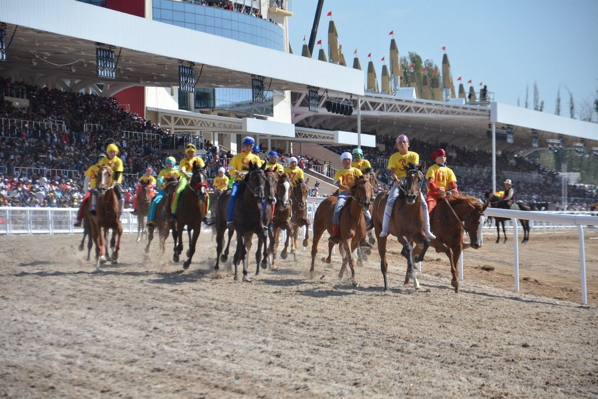 - Horse race with horses of all ages to a long (22-kilometer) distance. The winner is the one, who comes first.